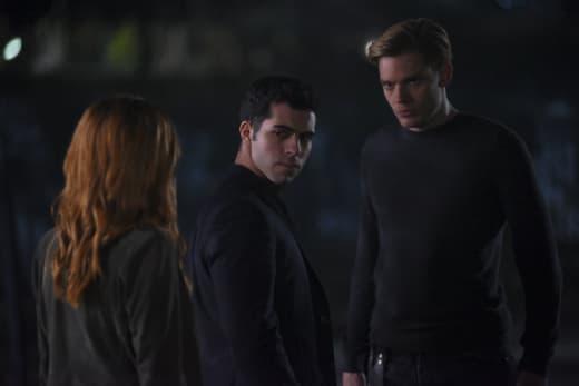 Vampire Surrounded - Shadowhunters Season 2 Episode 10