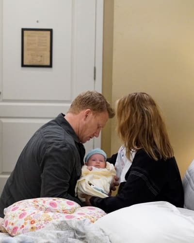 Happy Family - Tall  - Grey's Anatomy Season 16 Episode 1