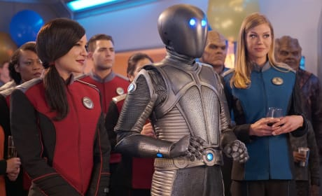 Isaac and the Ladies - The Orville Season 2 Episode 8