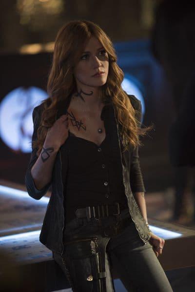 Clary's Back - Shadowhunters Season 3 Episode 13