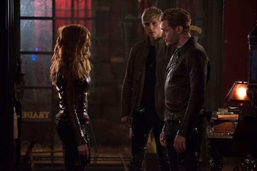 The Mortal Mirror Investigation - Shadowhunters Season 2 Episode 17