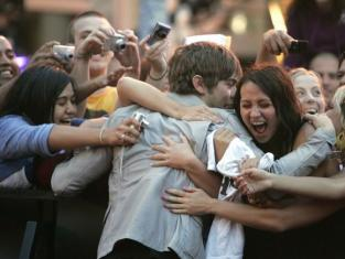 Chace Crawford Fans