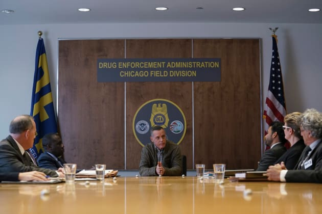 Voight Is Not Someone You Want to Mess With - Chicago PD Season 5 Episode 10