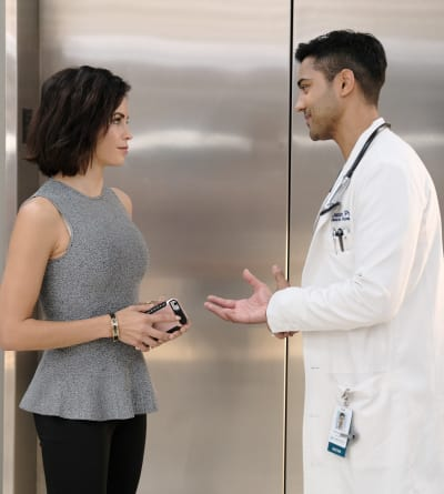 Taking Notice - The Resident Season 2 Episode 5