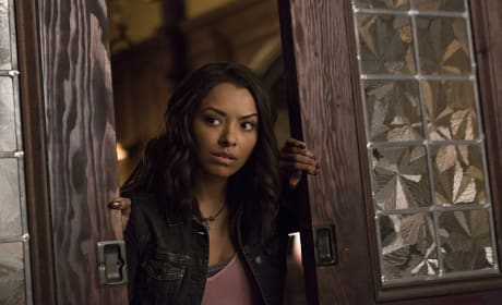 Bonnie on the Prowl - The Vampire Diaries Season 7 Episode 5