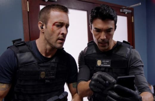 Finding the Mole - Hawaii Five-0 Season 9 Episode 15