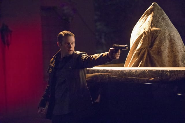Man In Charge - The Vampire Diaries Season 8 Episode 9