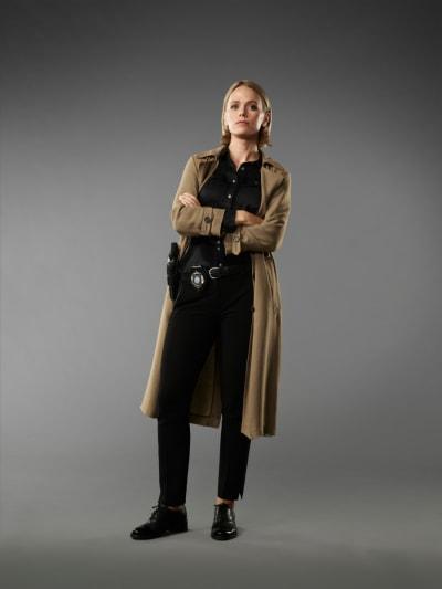Katia Winter as Gwen in Blood & Treasure