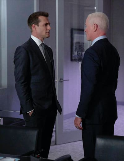 Calling In a Favor - Suits Season 8 Episode 13
