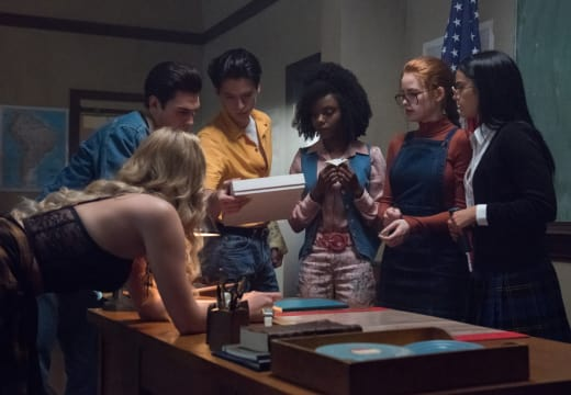 Don't Open The Box - Riverdale Season 3 Episode 4