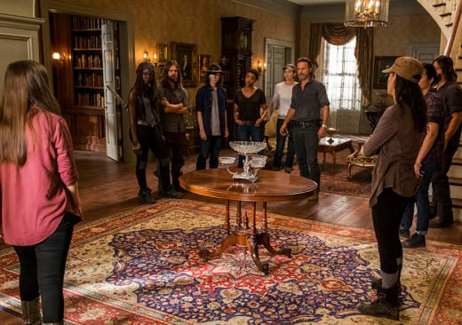 The group meets together - The Walking Dead Season 7 Episode 9