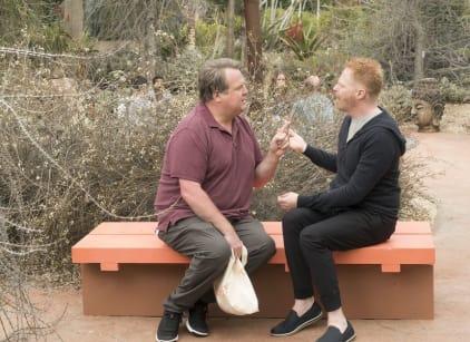 Watch Modern Family Season 9 Episode 17 Online