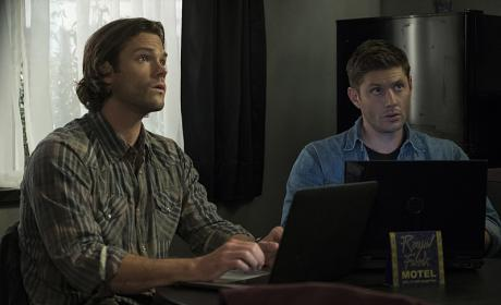 Sam and Dean forget their poker faces - Supernatural Season 12 Episode 3