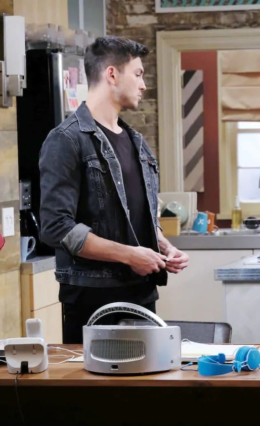 (TALL) Clearing His Own Name - Days of Our Lives
