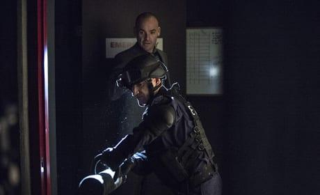 Breaking In - Arrow Season 3 Episode 19