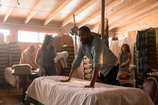 Too much to handle - Fear the Walking Dead Season 3 Episode 2