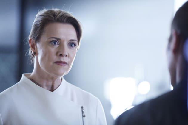 Amanda Tapping as Dr. Jaeger - Killjoys Season 1 Episode 7
