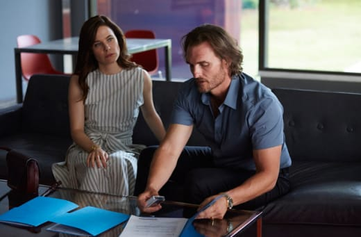 Going over the details - Mary Kills People Season 1 Episode 6