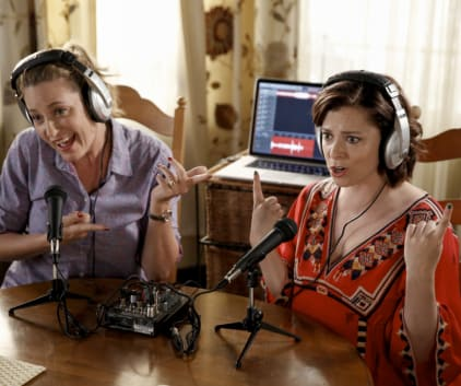 Rebecca on the Radio - Crazy Ex-Girlfriend Season 2 Episode 8