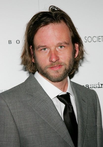 Gay Family Auto >> Dallas Roberts to Recur as Alicia's Brother on The Good ...