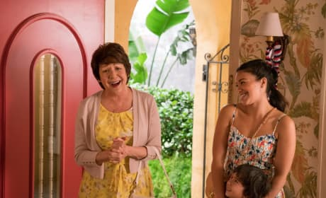 Surprise!  - Jane the Virgin Season 4 Episode 17