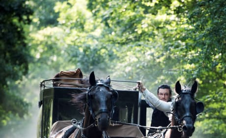 Runaway Carriage - The Alienist Season 1 Episode 8