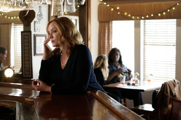 Beth Talking - Good Girls Season 1 Episode 3
