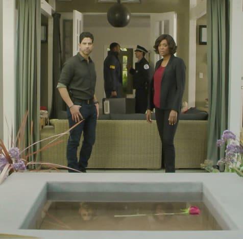 Looking Around - Criminal Minds Season 13 Episode 18