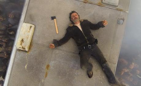 Rick relaxes - The Walking Dead Season 7 Episode 1