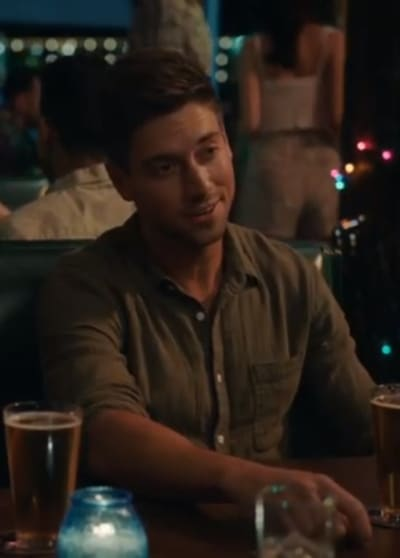 Danny Gives a Charming Smile - Grand Hotel Season 1 Episode 3