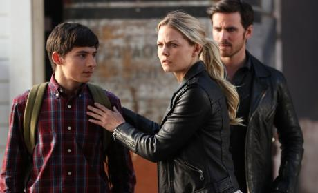 Emma Protects Her Family - Once Upon a Time Season 6 Episode 3