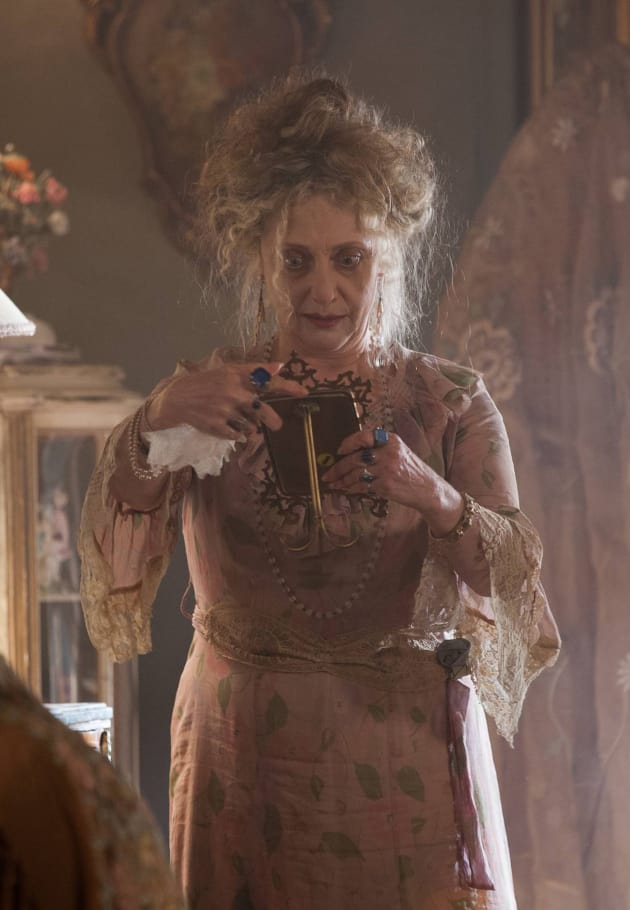 Carol Kane as Gertrud Kapelput - Gotham Season 1 Episode 2