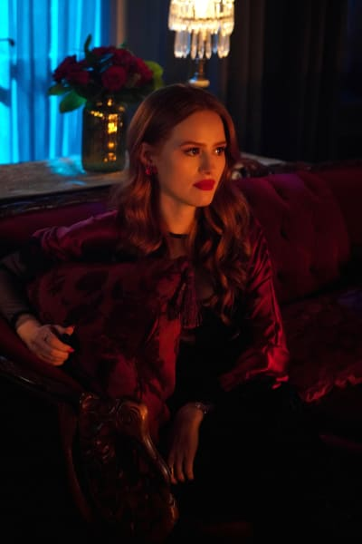A Pretty And Poisonous Queen - Riverdale Season 3 Episode 13