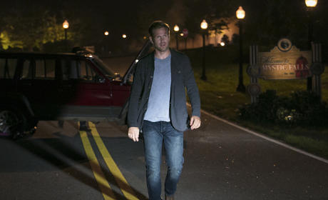 Alaric on the Road - The Vampire Diaries