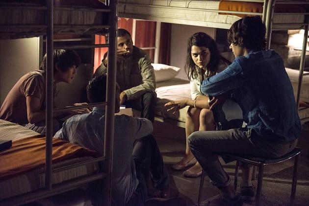 Team Meeting - The 100 Season 2 Episode 9