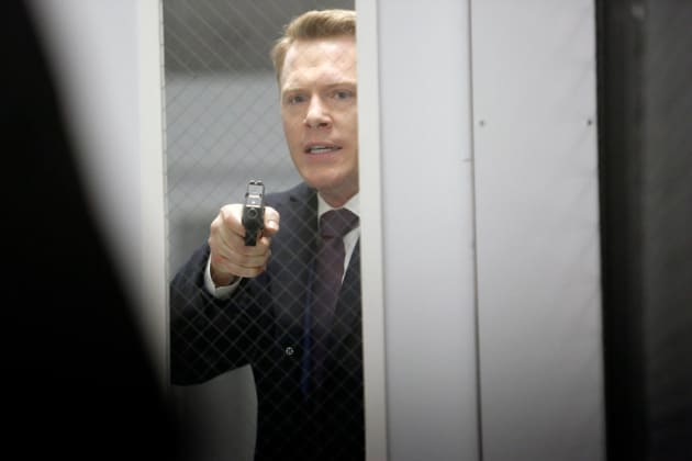 Ressler wants to open the door - The Blacklist Season 4 Episode 16