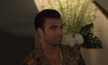 El Rey gets comfortable - Grand Hotel Season 1 Episode 2