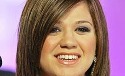 Kelly Clarkson Parts Ways with Manager