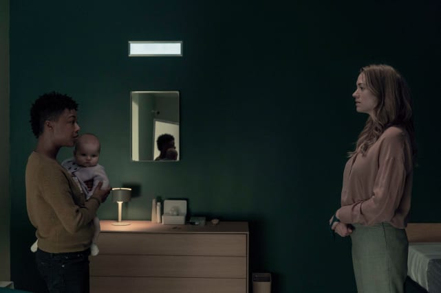 Moira confronts serena the handmaids tale s3e12