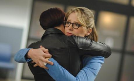 Kara and Alex Hug It Out - Supergirl