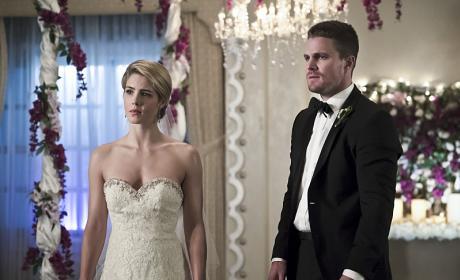 Bride and Groom - Arrow Season 4 Episode 16