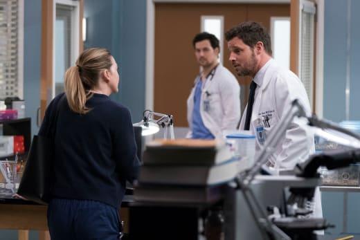 A New Predicament - Grey's Anatomy Season 15 Episode 16