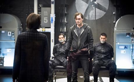 Manipulation - Arrow Season 4 Episode 21
