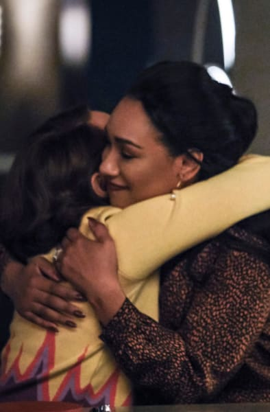 Iris And Nora Bond - The Flash Season 5 Episode 16