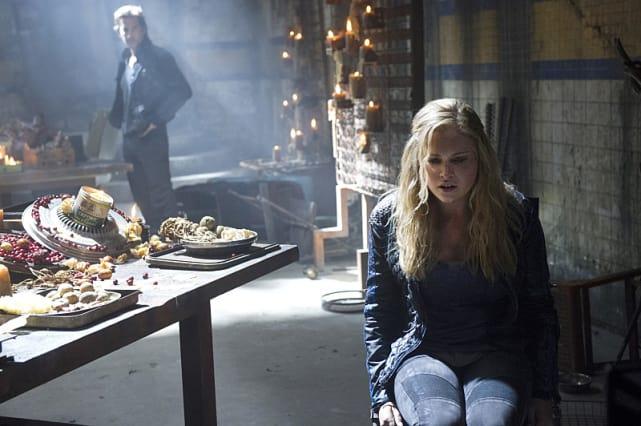 Clarke's Remorse - The 100 Season 2 Episode 9