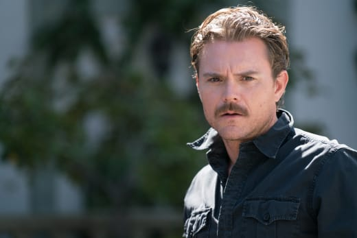 The Man in Black - Lethal Weapon Season 1 Episode 6