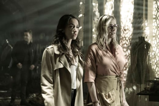 Julia and Alice Visit the Beast - The Magicians Season 3