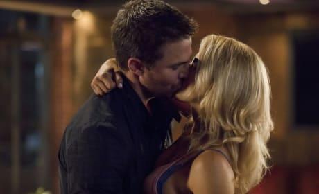 The Romance Is Back - Arrow Season 6 Episode 3