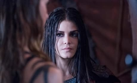Octavia Examines an Unpleasant Situation  - The 100 Season 5 Episode 6