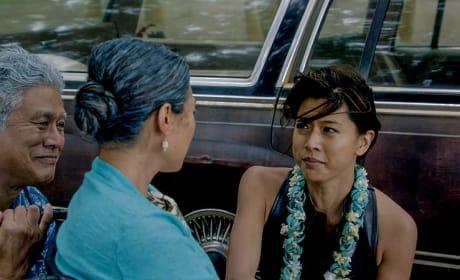 Kona and Mom Distressed  - Hawaii Five-0